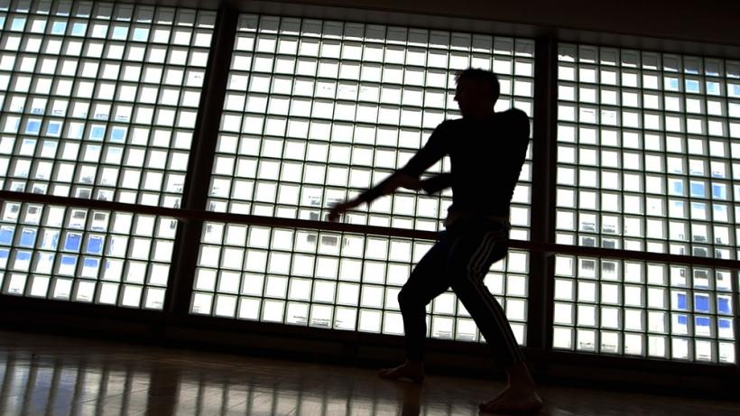 James Cousins übersetzt Shakespeare in modernen Tanz. Foto: Ingo Brunner /Kobalt